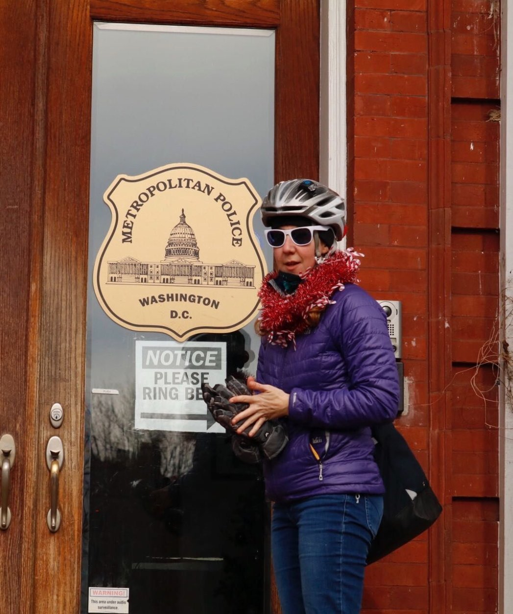 Rachel Maisler waits to deliver cards and well-wishes to DC Police in SE (WTOP/Kate Ryan)
