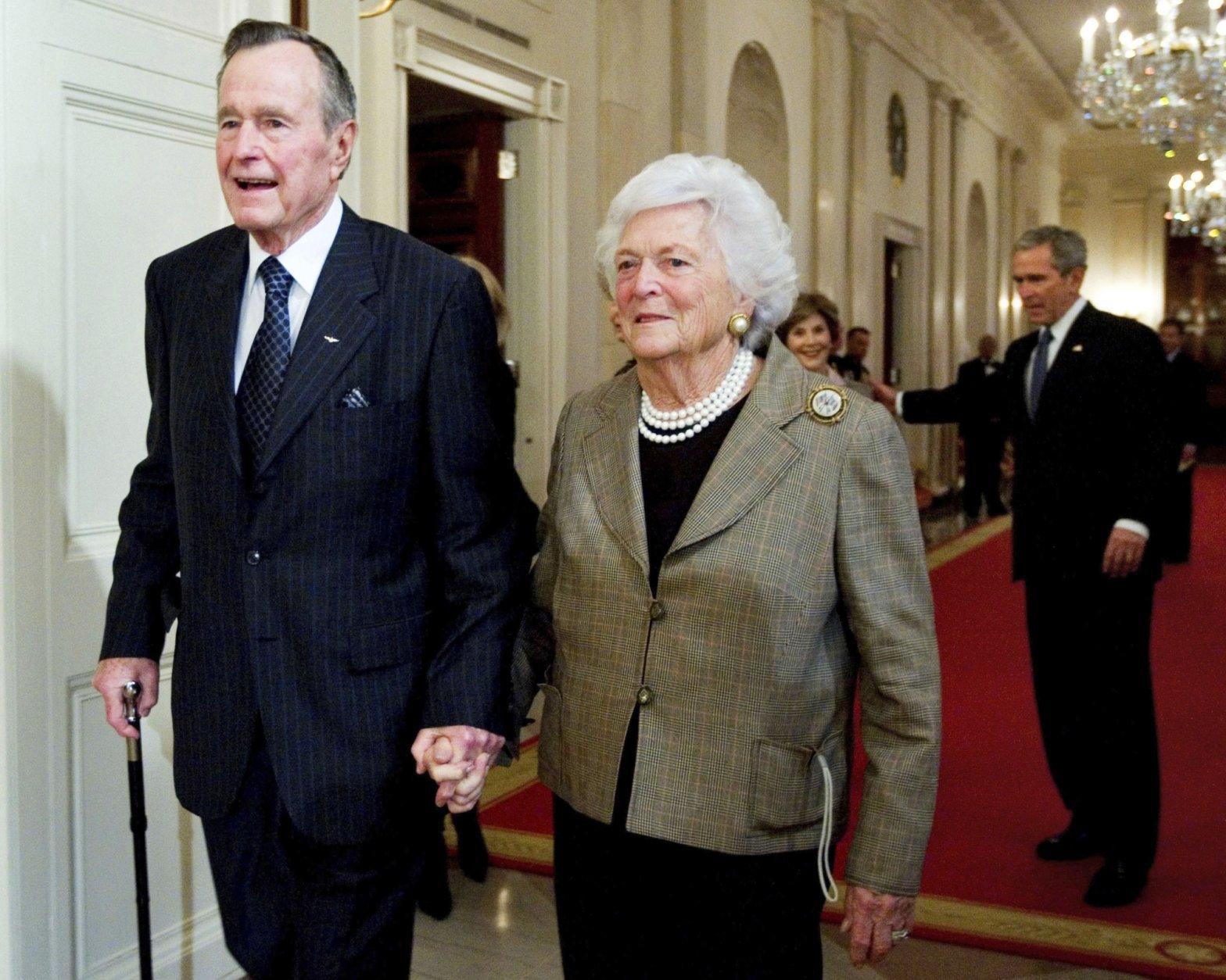 George W Bush, George H. W. Bush, Barbara Bush