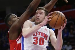 Detroit Pistons forward Jon Leuer (30) goes to the basket against Washington Wizards center Ian Mahinmi, left, during the first half of an NBA basketball game Wednesday, Dec. 26, 2018, in Detroit. (AP Photo/Duane Burleson)