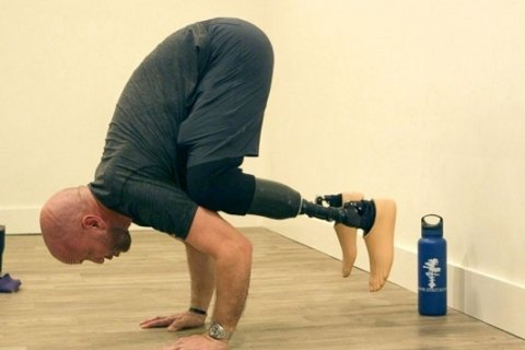 Veteran who lost both legs in Iraq war finds healing in yoga