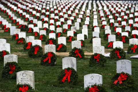 Volunteers, wreaths needed to decorate veterans' headstones at Arlington National Cemetery