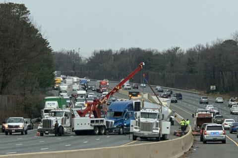 1 critical after tractor trailer overturns on Beltway in Prince George's Co.