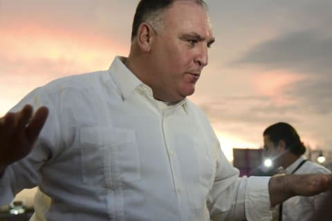 Star chef Jose Andres to open kitchen for furloughed feds