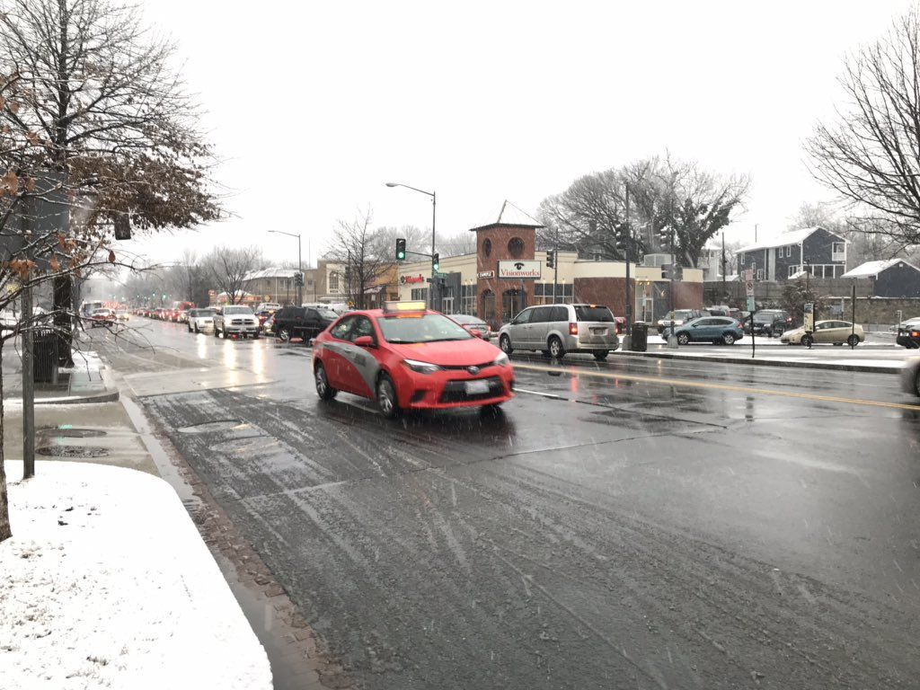 Wisconsin Ave. in Tenleytown on Tuesday as snow falls. (WTOP/Michelle Basch)
