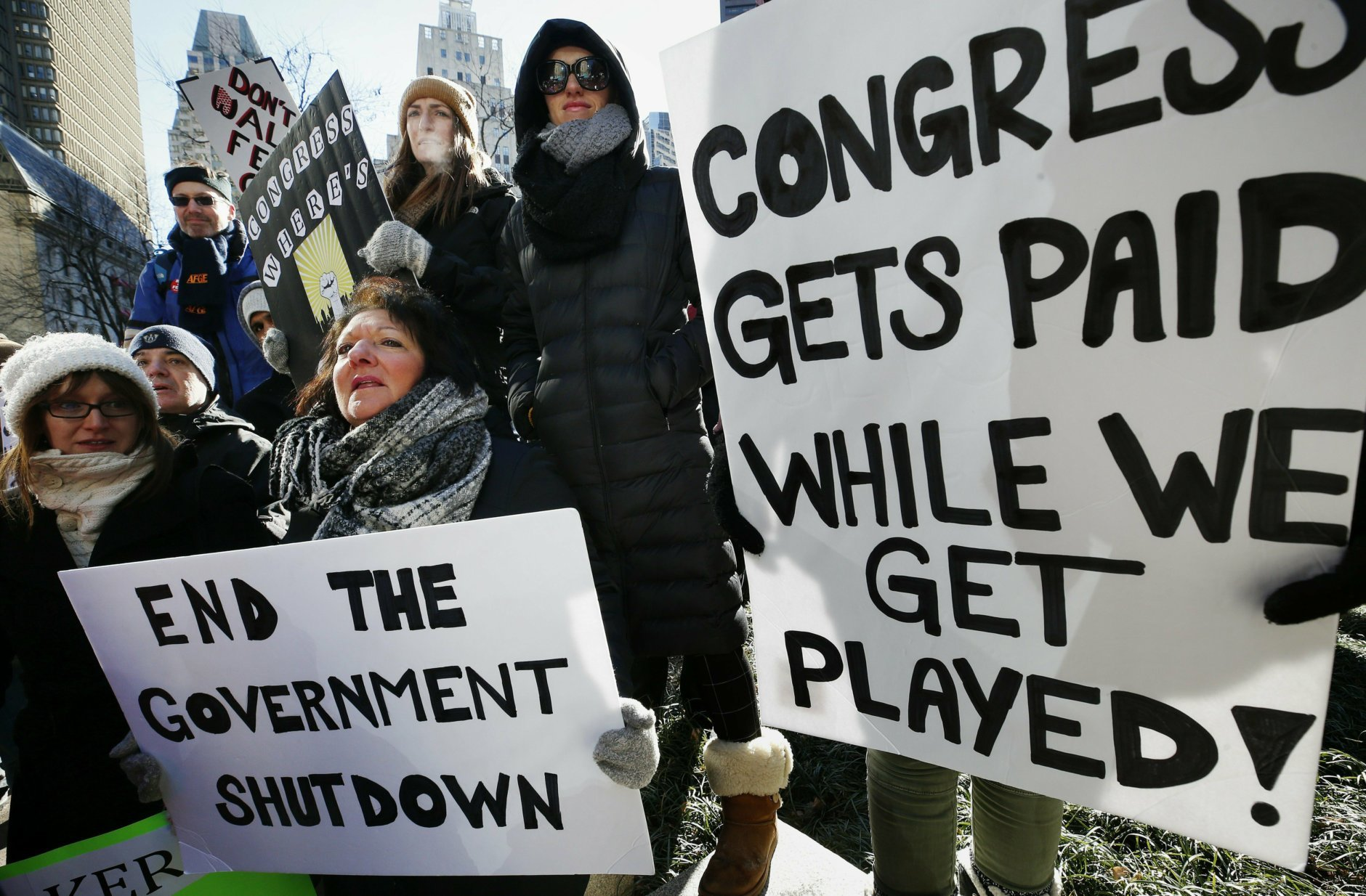 Shutdown: Congress shouldn't get paid during standoff, Va