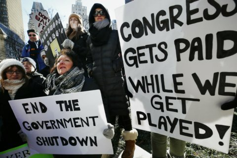 Shutdown: Congress shouldn't get paid during standoff, Va. rep says