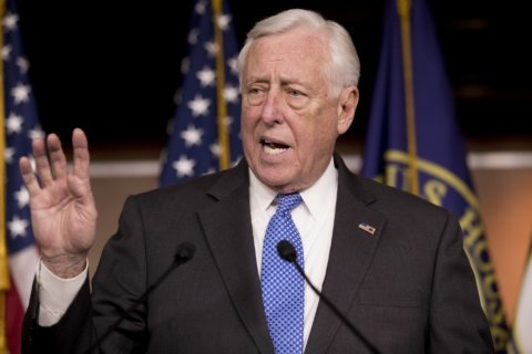 House leaders want to give Congress a pay raise and it's a tough sell