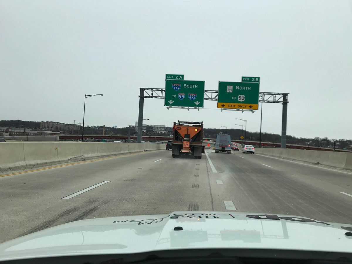 A salt spreader is at work as it pretreats the roads on on D.C.'s Southeast Expressway. (WTOP/Dick Uliano)
