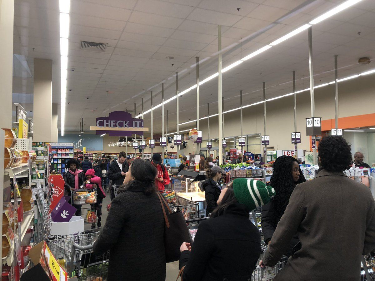 The Giant in the Cathedral Heights neighborhood in D.C. was packed before the snow started. (WTOP/Mike Murillo)