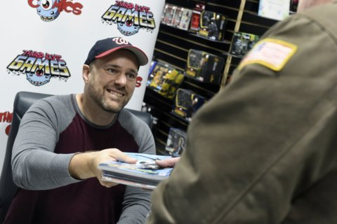 Batman writer gives away comics to furloughed employees