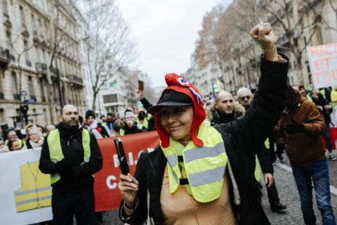 France: Year's 1st yellow vest event brings tear gas, fires