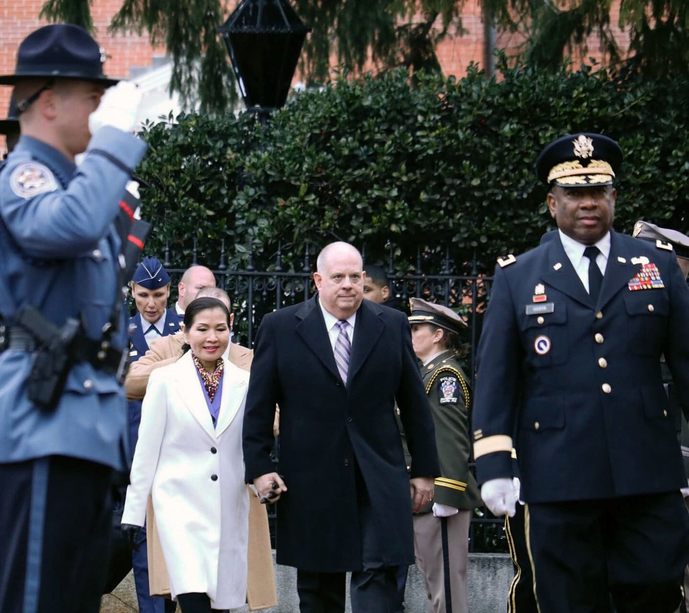Maryland Gov. Larry Hogan and first lady Yumi Hogan head into the Maryland State House for the swearing-in. (WTOP/Kate Ryan)