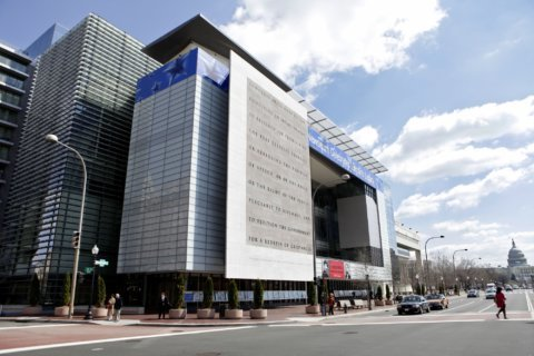Kids get in free at the Newseum this summer
