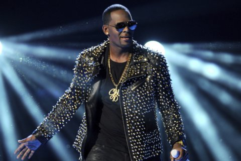 Reports: Sony drops R. Kelly after furor over allegations