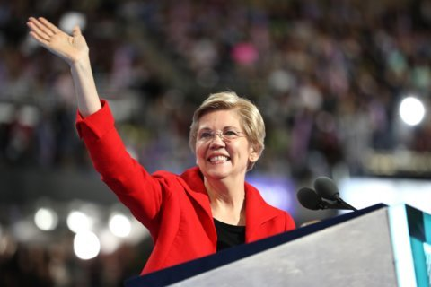 Warren wrestles with powerful interests, and questions about 2016, in first Iowa visit
