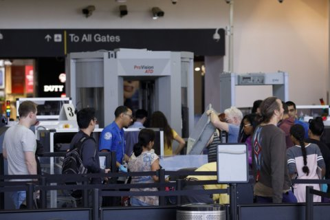 Hundreds of TSA screeners, working without pay, calling out sick at major airports