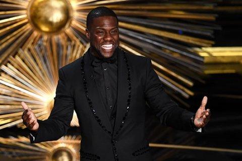 Kevin Hart considering return as Oscars host after Ellen DeGeneres steps in