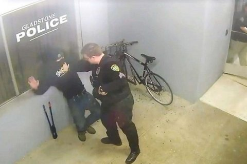 Oregon man tries stealing bike in front of police station, immediately gets arrested