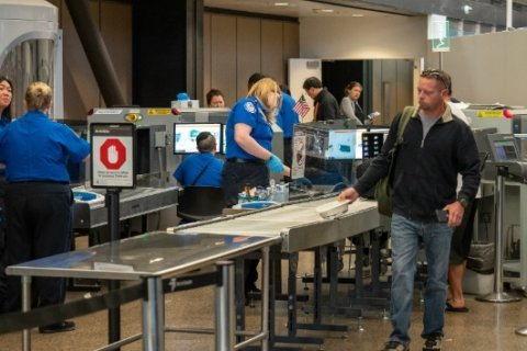 TSA workers struggle to afford daily necessities, set to miss second paycheck