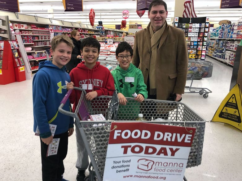 A small group of students from North Bethesda Middle School were among those volunteering at Manna Food Center on Sunday. (WTOP/Melissa Howell)