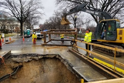 Sinkhole repairs near White House drag on