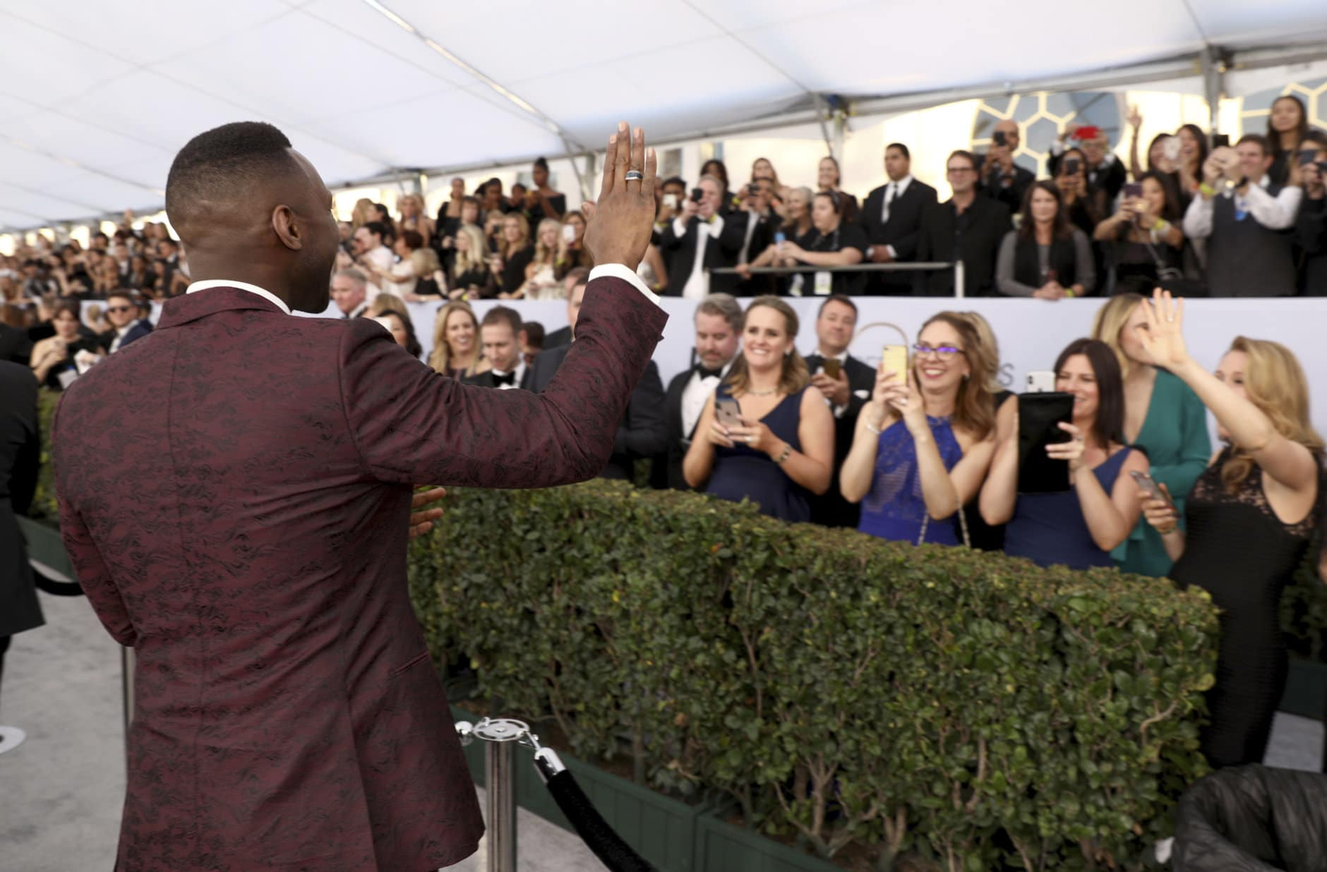 Mahershala Ali waves to fans at the 25th annual Screen Actors Guild Awards at the Shrine Auditorium & Expo Hall on Sunday, Jan. 27, 2019, in Los Angeles. (Photo by Matt Sayles/Invision/AP)