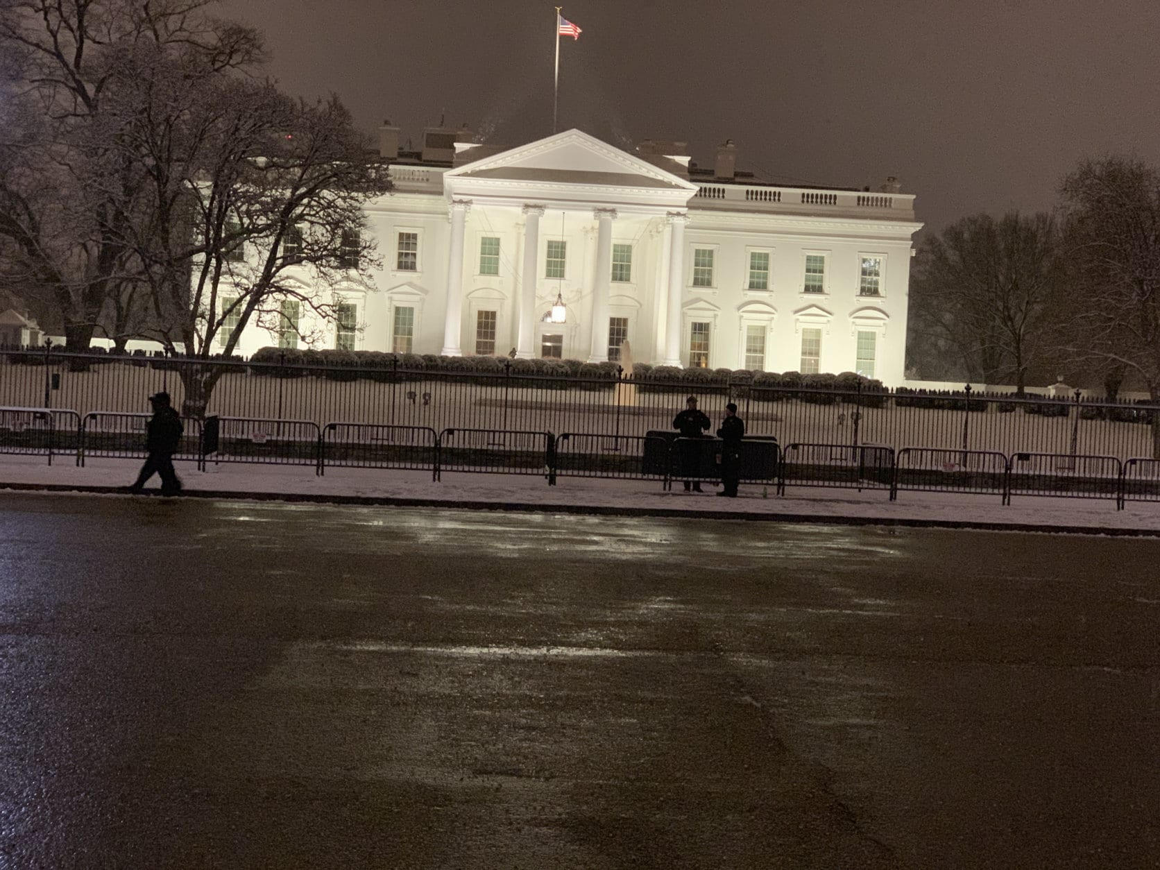 Snow falls outside the White House on Saturday, Jan. 12, 2019. (WTOP/Kyle Cooper)