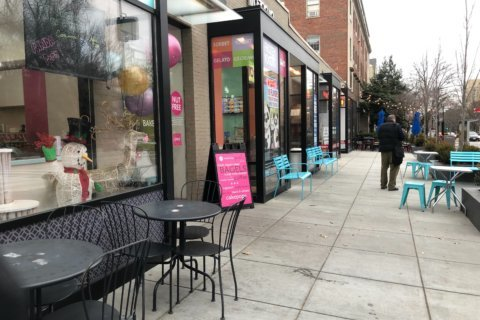 With zoo closed during shutdown, business slows at nearby DC shops