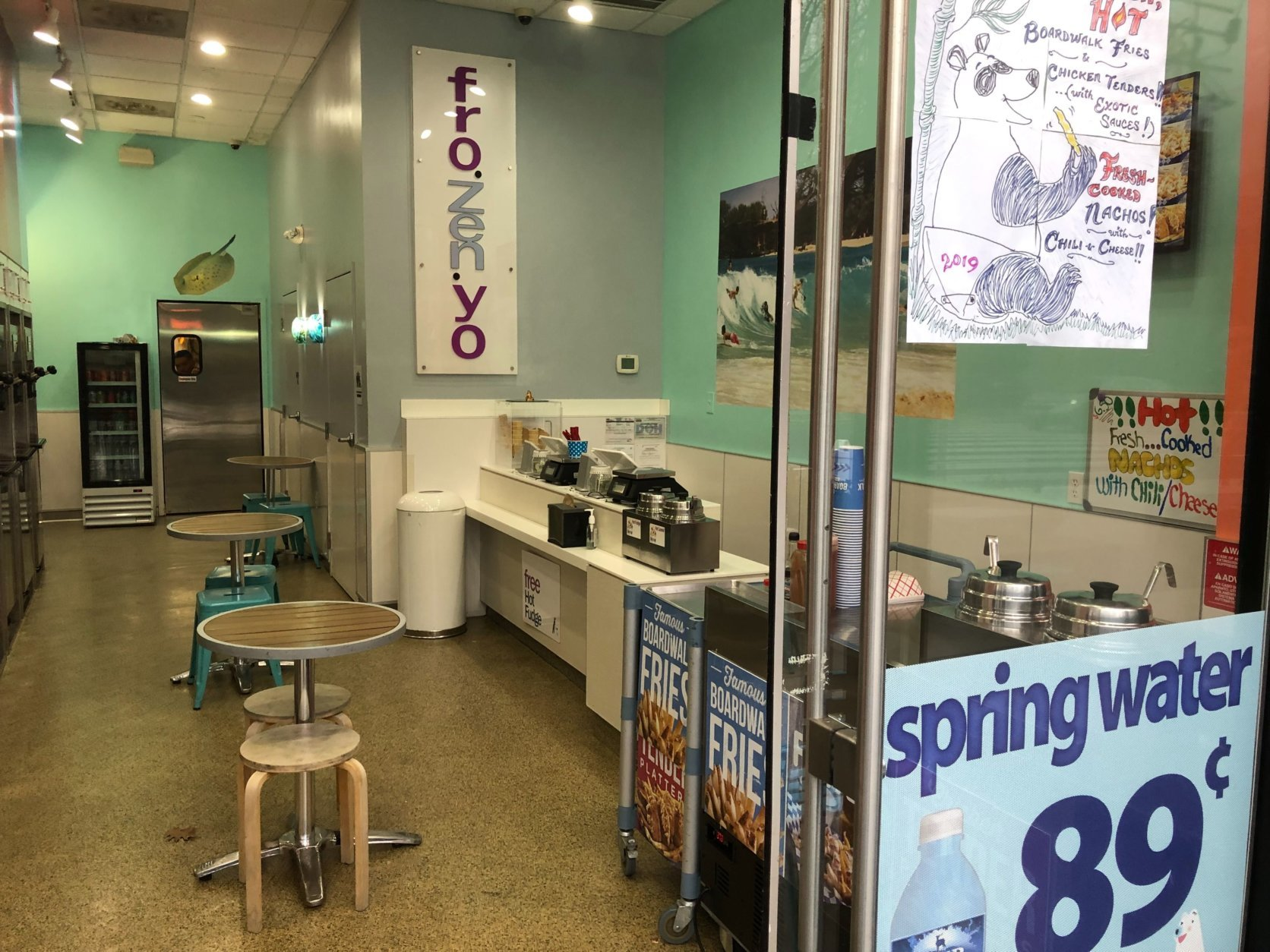 A visit to the area Wednesday afternoon revealed a welcoming open door at a frozen yogurt shop, but neither customers nor employees were evident. (WTOP/Kristi King)