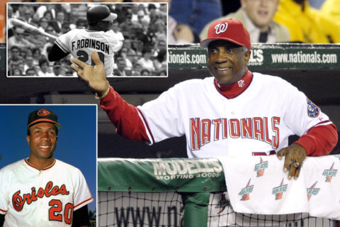 Baseball hall-of-famer, 1st black manager Frank Robinson dead at 83