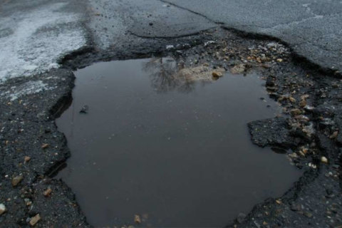 Potholes force 40 mph speed limit on stretch of BW Parkway