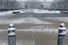 Snow blankets the Capitol in D.C. on Wednesday. (WTOP/Mitchell Miller)
