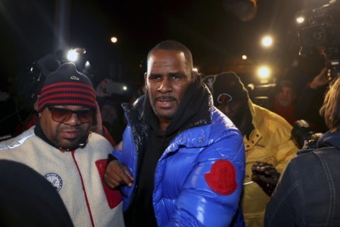 Prosecutors paint dark portrait of manipulative R. Kelly