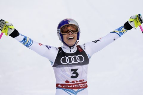 Clink, clink: Vonn walks away with another medal