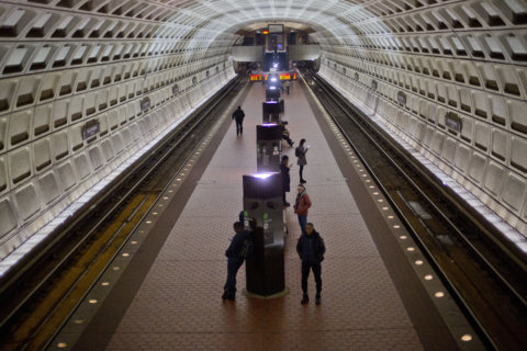 Metro plan for another shutdown could include free SmarTrips for feds