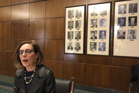 Oregon governor says Virginia governor should resign