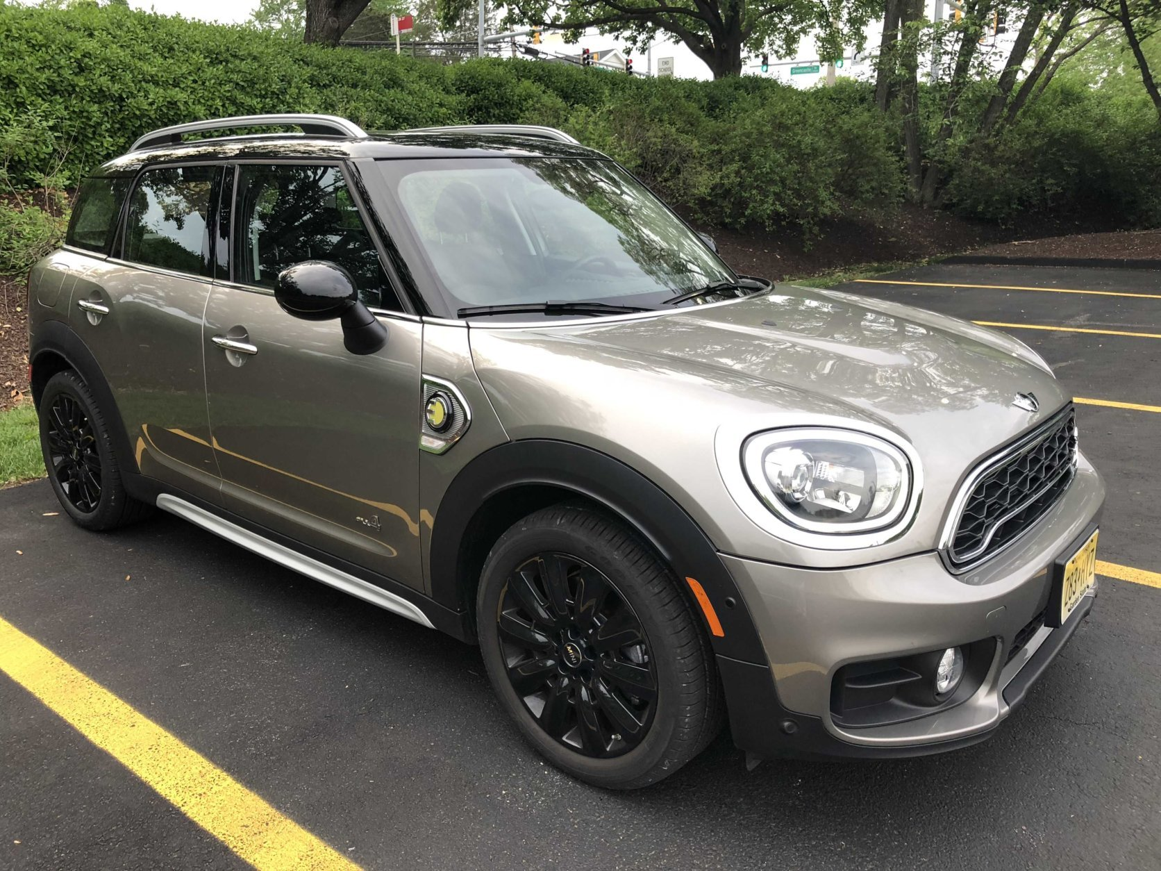 The MiNi Cooper S E Countryman ALL4 is a plug-in hybrid version of the popular compact crossover. (WTOP/Mike Paris)