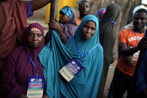 Nigeria votes for a 2nd day in places as death toll rises