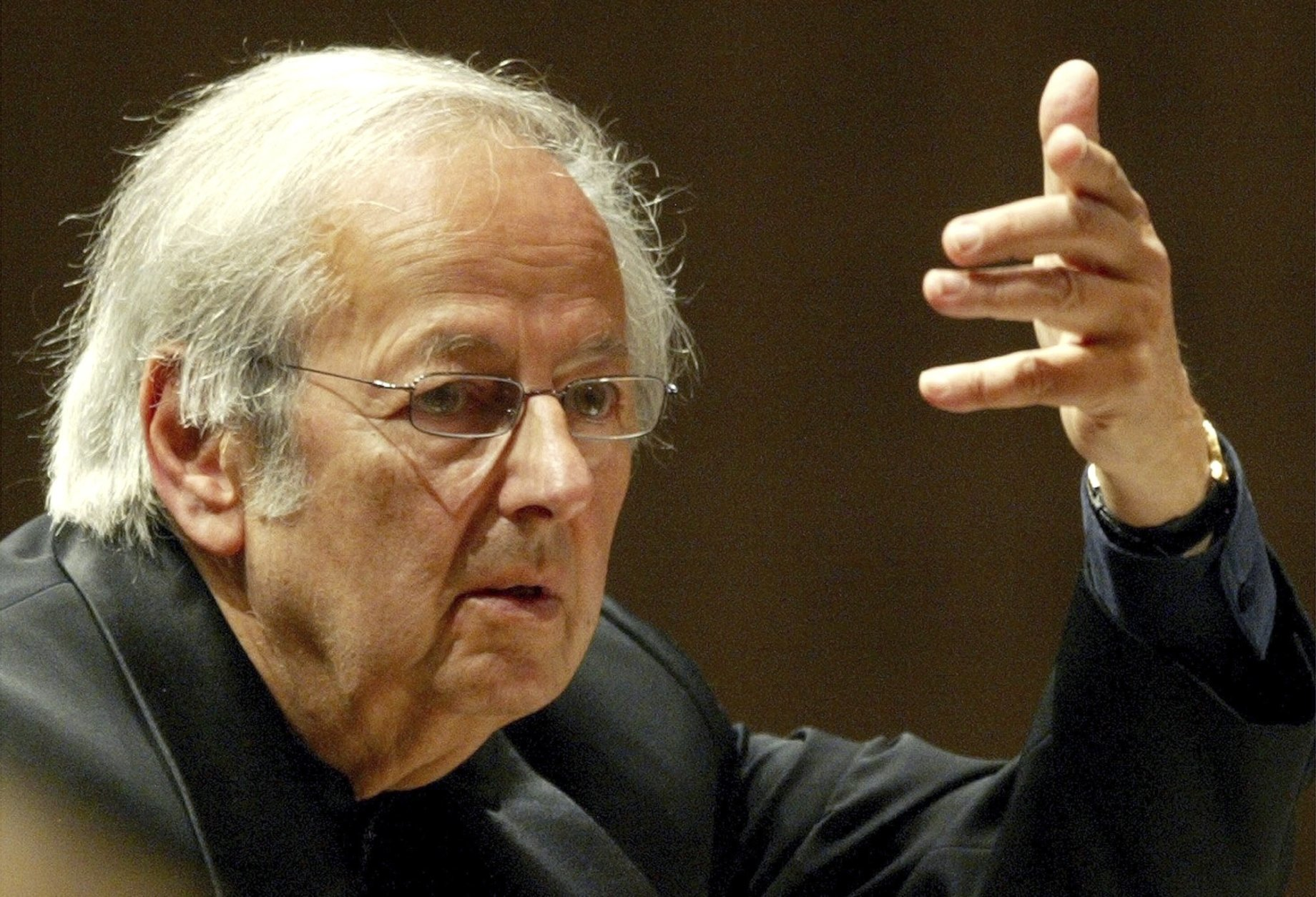 FILE - In this Sept. 1, 2004 file photo, conductor of the Oslo Philharmonic Orchestra, Andre Previn, conducts the 15th symphony concert during the Lucerne Festival in the concert hall in Lucerne, Switzerland.  Previn, the pianist, composer and conductor whose broad reach took in the worlds of Hollywood, jazz and classical music, died in his Manhattan home, Thursday, Feb. 28, 2019. He was 89. (Urs FlueelerKEYSTONE via AP, File)