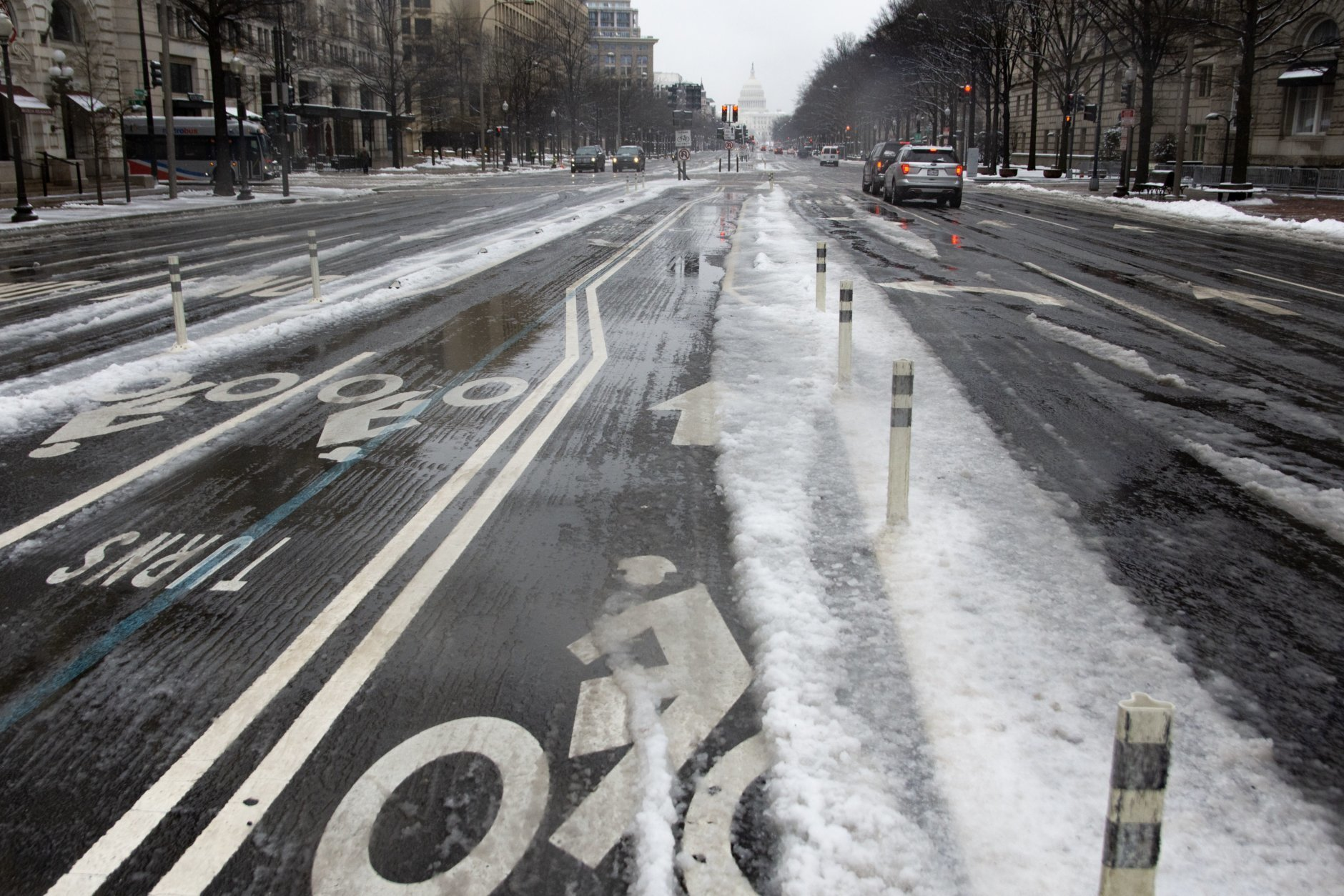 No bikes on Pennsylvania Avenue, where commuting was slow on Wednesday between slushy road surfaces and caravans of treatment vehicles. (WTOP/Alejandro Alvarez)