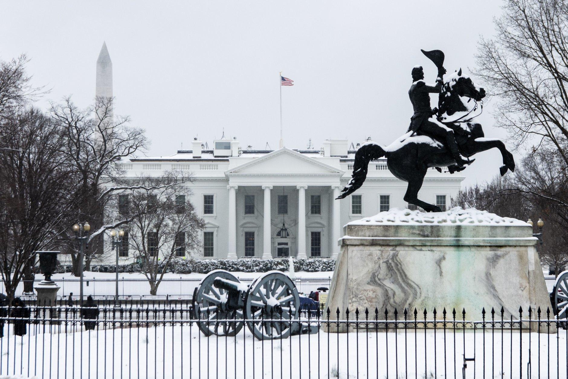 A snow-capped White House and frozen Lafayette Square. (WTOP/Alejandro Alvarez)