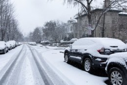 About three inches of snow had fallen in northwest D.C. by mid-morning Wednesday — easily manageable for residents, but enough to snarl long-distance travel and close schools and federal offices. (WTOP/Alejandro Alvarez)