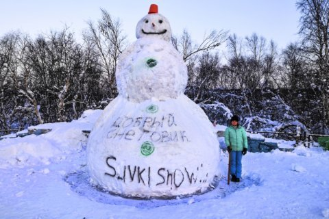 Snowman builders aim for big money in video contest