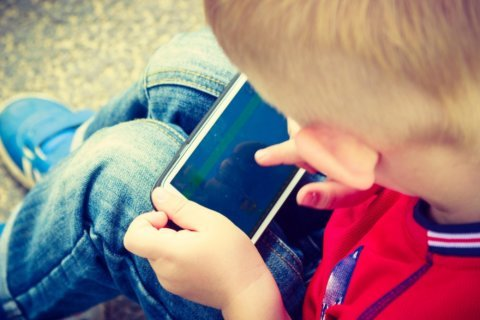 Screen time for kids under 2 more than doubles, study finds