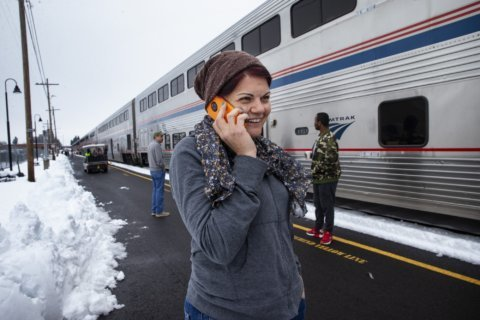 Passengers band together on train stuck in Oregon mountains