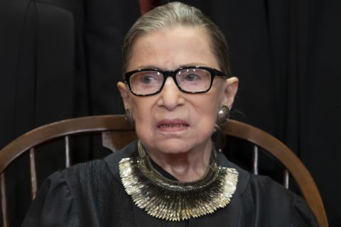 Ginsburg makes 1st public appearance since cancer surgery