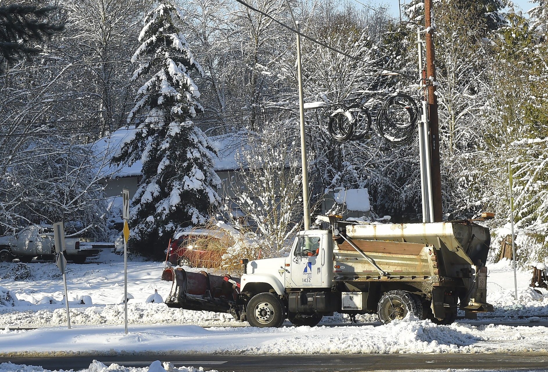 The Latest: More snowfall begins in Pacific Northwest