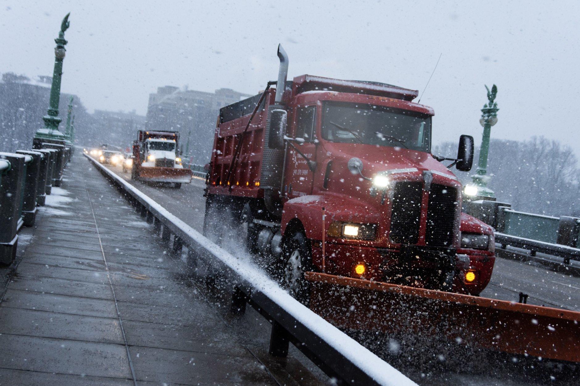 Plows make their way over Rock Creek Park in D.C. (WTOP/Alejandro Alvarez)