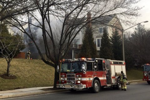 Fatal 2-alarm fire breaks out in Alexandria townhouse
