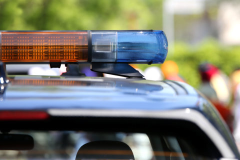 1 dead after car drives off road in Loudoun Co.